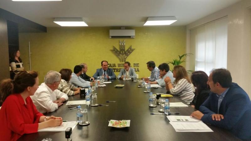 La Red Extremeña de Desarrollo Rural y Caja Rural de Extremadura firman un Convenio de Colaboración para apoyar el desarrollo de las zonas rurales a través del Programa Leader.