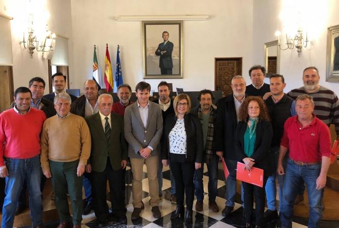 Los grupos de Acción Local y REDEX reciben de la Diputación 460.000 € para seguir trabajando por los territorios title=